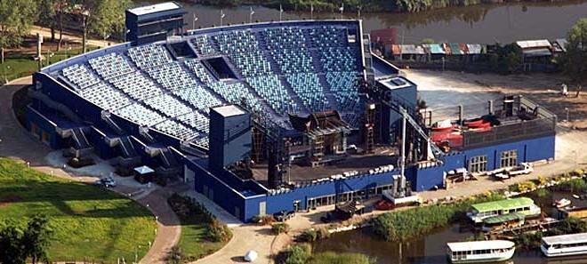 Il moderno teatro all'aperto dove si svolge il Festival di Puccini