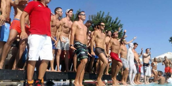Balli di gruppo in piscina!
